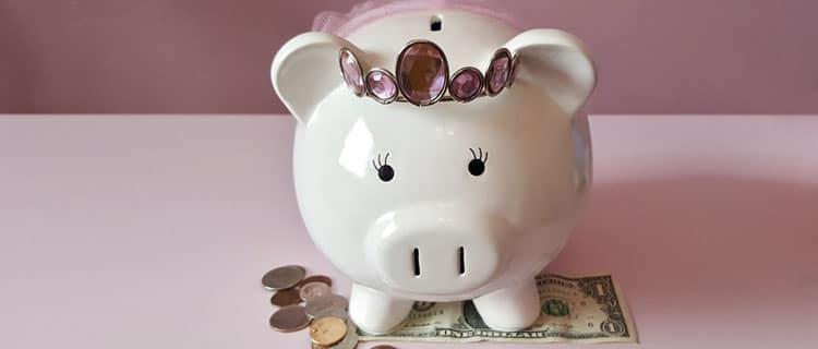Hucha cerdito rosa con corona 7 Desafíos y trucos para ahorrar si tu presupuesto es bajo