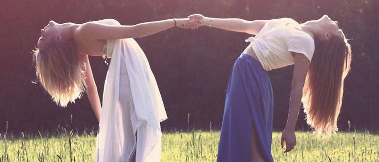 Signo de Libra chicas bailando Horóscopo para Febrero de 2021: todos los signos